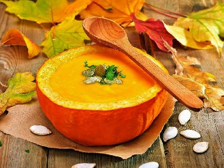 Пълнена тиква с крем супа от тиква, картофи, праз лук и сметана - снимка на рецептата